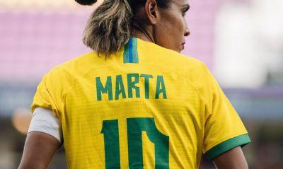 Marta destaca renovação na seleção feminina e avanço na modalidade