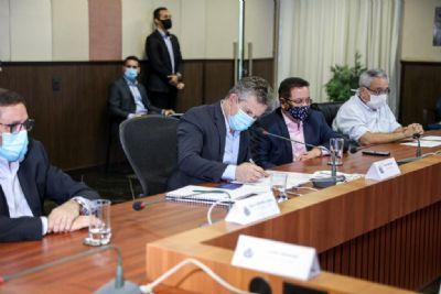 Governo firma cooperação com 4 prefeituras para pavimentação de 106 km de rodovias