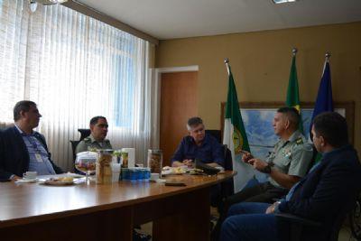 Polícia colombiana conhece modelo de segurança pública aplicado em MT