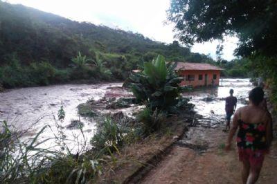 Barragem de água se rompe em Novo Cruzeiro, em Minas Gerais