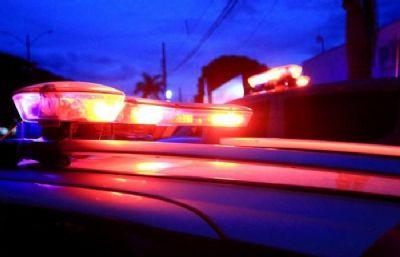 Rapaz é preso após ser flagrado se masturbando na frente de residência