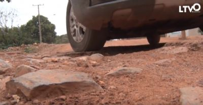 População reclama de obra de pavimentação abandonada em Cuiabá