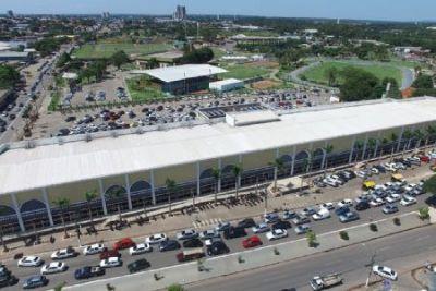 Após sanção de Emanuel, Misael pode cobrar estacionamento do Shopping Popular