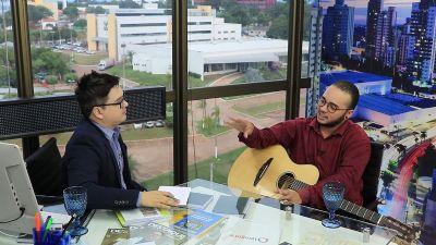 Cantor e compositor, Cris Chaves faz sucesso na noite cuiabana - vídeo