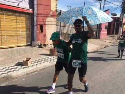 Corredores reclamam da falta de água na corrida Bom Jesus; idoso quase passa mal; vídeo