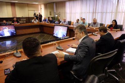 Governo se reúne com Fórum Sindical para discutir 13º e pagamento de salários
