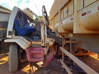 Acidente entre caminhões deixa uma pessoa morta no norte de MT