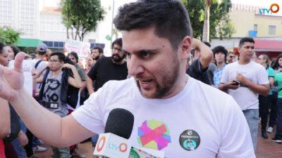 Protesto contra cortes na Educação lota Praça Alencastro, em Cuiabá; veja vídeo