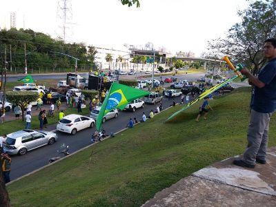 Manifestação atrai apoiadores de Bolsonaro em Cuiabá; veja vídeo