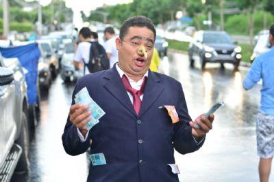 Protesto contra o prefeito reúne cerca de 2 mil cuiabanos
