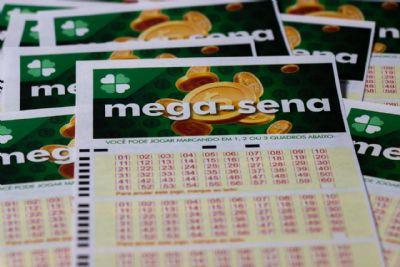Mega-Sena acumula e deve pagar R$ 120 milhões no sábado