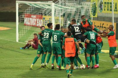 Cuiabá vence de virada com 2 gols no acréscimo e assume liderança da série B