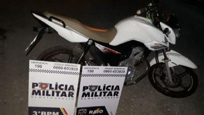 Adolescente com passagens por roubo de veículos é detido por pilotar moto em alta velocidade