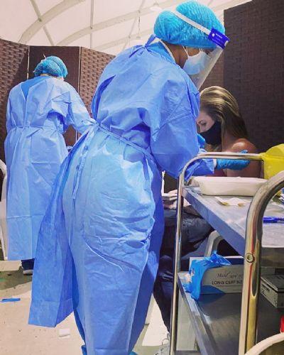 Várzea-grandense é vacinada contra Covid-19 em Dubai