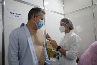Vídeo | Sem alarde, governador é vacinado