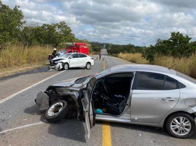 Mulher fica presa às ferragens de carro após colisão em rodovia
