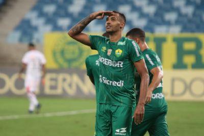 Elton é o artilheiro do Cuiabá, com nove gols