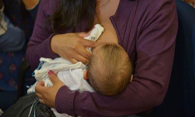 Vereadores derrubam veto e vacinação contra covid-19 em lactantes vira lei