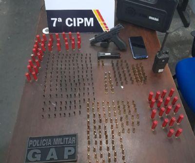 Em barreira policial, homem é pego com pistola e 317 munições de vários calibres