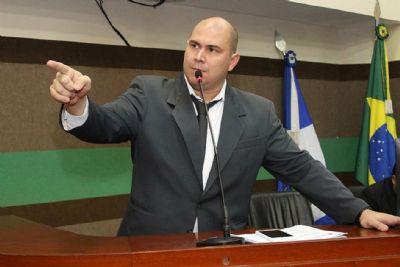 Abilio presta depoimento na Defaz sobre suspeita de armação contra prefeito