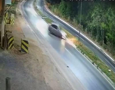 Vídeo   Câmera flagra momento em que motorista perde controle da direção em VG