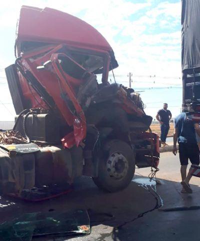 Carretas se envolvem em acidente e congestionam trânsito em rodovia estadual no Nortão