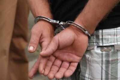 Foragido vai registrar boletim de ocorrência e é preso