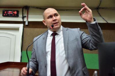 Abílio irá protocolar no MP a denúncia de médicos que batem ponto e vão embora