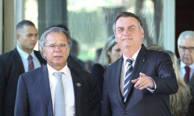 Bolsonaro pede a Guedes reajuste no salário dos servidores em 2022