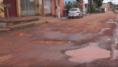 Moradores do Sol Nascente sofrem com buracos nas ruas; vídeo