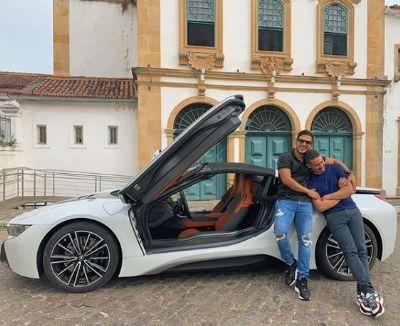 Uau! Carlinhos Maia presenteia o marido com carro avaliado em 700 mil reais