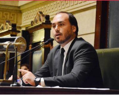 MP investiga contratação de funcionários fantasmas por Carlos Bolsonaro