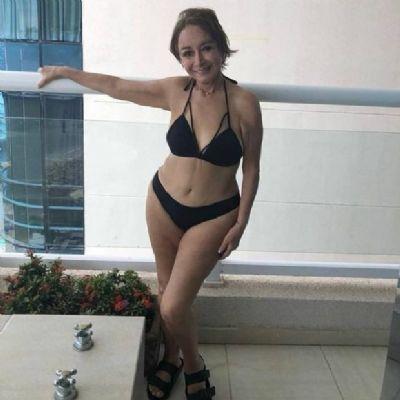Intérprete de Chiquinha posa de biquíni e arranca suspiros na web