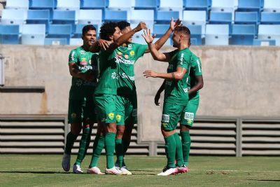 Cuiabá vence por 2 a 0 e abre vantagem na semifinal do Mato-grossense