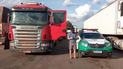 Carreta com carga de milho é recuperada na rodovia dos Imigrantes