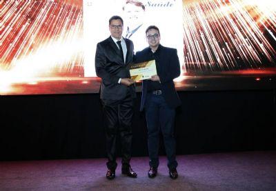 Diretor de jornalismo do Portal Leiagora recebe certificado de reconhecimento em Cuiabá