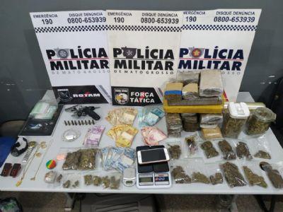 Trio é preso com grande quantidade de maconha e mais de R$ 13 mil
