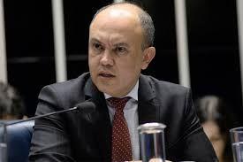 Ministros não obedecem Bolsonaro, diz líder de policiais sobre Previdência