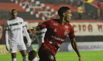 Brasil de Pelotas derrota Goiás de virada