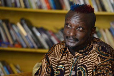 Escritor Binyavanga Wainaina morre aos 48 anos