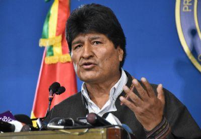 Sob forte pressão, Evo Morales anuncia renúncia em discurso pela televisão