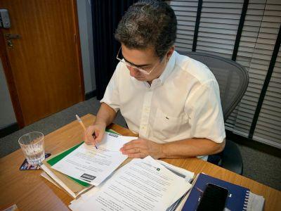 Lei do auxílio de R$ 500 é sancionada e Prefeitura deve iniciar pagamento em junho