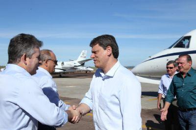 'Araguaia não é vale dos esquecidos', diz Mendes em visita de ministro - vídeo
