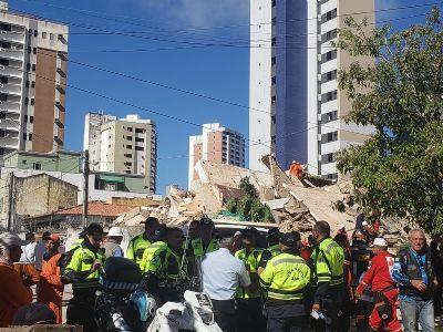 Prédio desaba em região nobre de Fortaleza; uma morte confirmada - veja vídeo