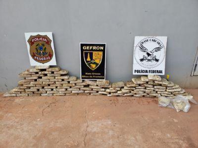 Dupla é presa com quase 100 kg de pasta base de cocaína em fundo falso de caminhão