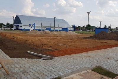Projeto prevê iluminação ao redor de ginásio e em praça central