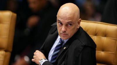 Ministro notifica presidente Jair Bolsonaro a explicar fala sobre participação de ONGs em queimadas