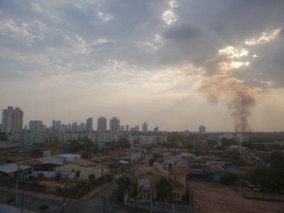 Câmeras registram queimadas intensas próximo ao centro metropolitano de Cuiabá - vídeo