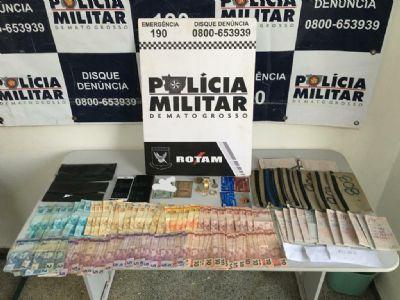 Casal é preso com droga, dinheiro e canhotos do jogo do bicho em Cuiabá