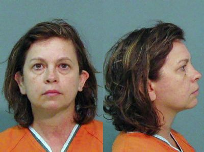 Mulher é condenada nos EUA por matar marido com colírio na água